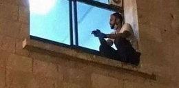 Rozdzierające serce sceny w szpitalu. Z parapetu okna syn patrzył, jak umiera matka