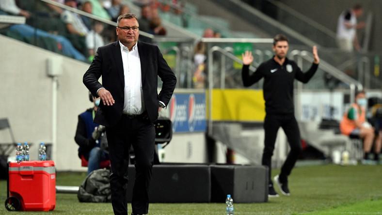 Trener drużyny Legia Warszawa Czesław Michniewicz podczas pierwszego meczu 2. rundy eliminacji piłkarskiej Ligi Mistrzów z zespołem FC Flora Tallinn