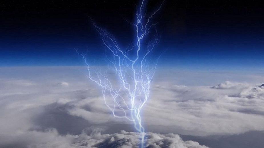 Błękitne pioruny bijące z chmur do stratosfery