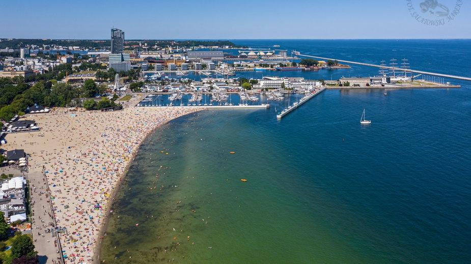 Plaża w Gdyni regularnie przeżywa oblężenie
