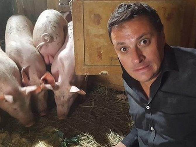 """""""Moje svinje su dosad PORUČKILE nekoliko takvih kao ti"""": Rekla je Andriji OVA OPASNA INSPEKTORKA i u trenu smo se SLEDILI!"""