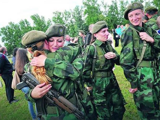Jovanka otišla u vojsku pa poručila mužu: Nakuvala sam ti pasulja i gulaša, kupila ti gaće za osam meseci, a sad odoh da pucam iz topa!