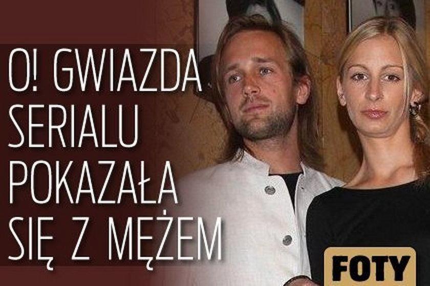 O! Gwiazda serialu pokazała się z mężem. FOTY