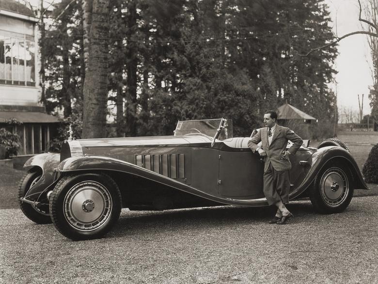 Jean Bugatti na tle monstrualnego T41 Royale (1932)