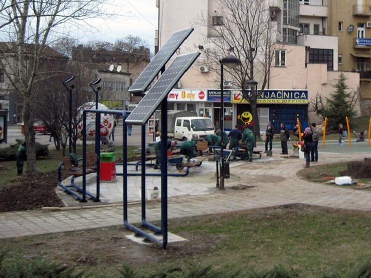 310223_slavija-solarni-punjac