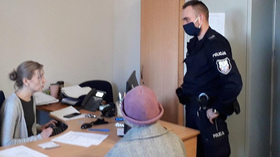Policjanci zatrzymali podejrzaną o zniszczenia seniorkę