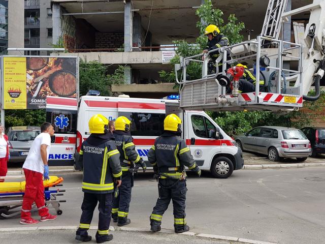 Spašavanje devojčica iz gradilišta Radničkog univerziteta