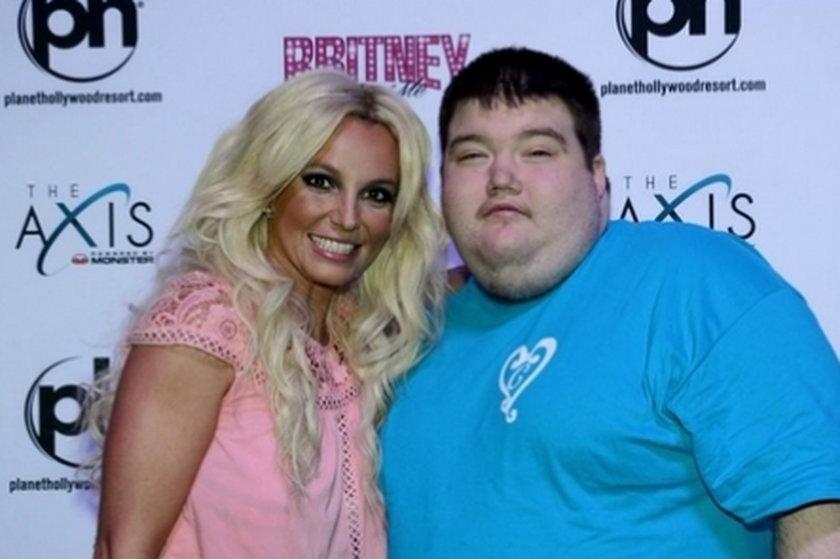 Britney Spears pozuje do zdjęcia z fanem