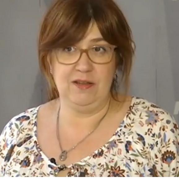 Psihološkinja Radmila Vulić Bojović smatra da bi ovu pesmu roditelji trebalo da shvate kao poruku da ne forsiraju previše svoje decu obavezama koje oni sami žele