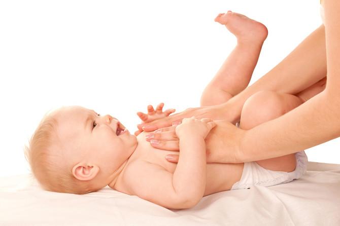 U prvim mesecima života bebi su najpotrebniji majčin dodir i pogled pun ljubavi