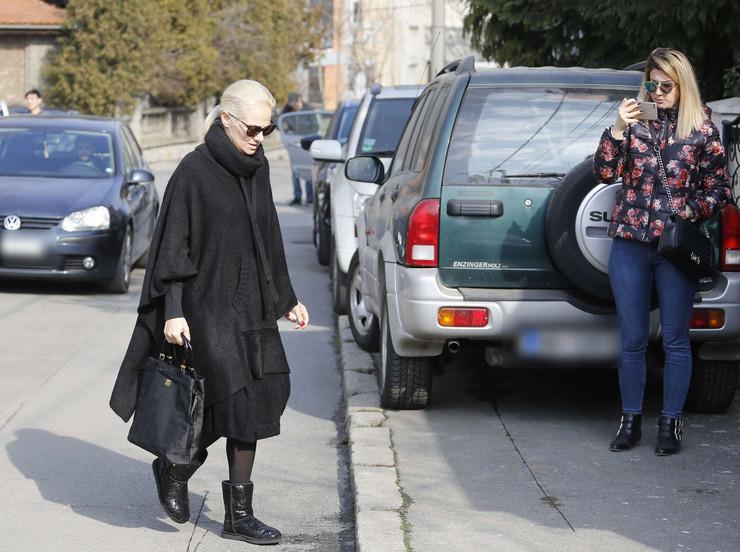 NA IVICI SUZA Ilda Šaulić skrhana od tuge došla kod majke Gordane (VIDEO)