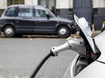 Pojazdy z napędem elektrycznym stanowią zaledwie 1,2 proc. wszystkich samochodów sprzedanych w Europie w drugim kwartale 2017 r.