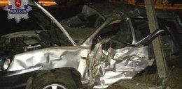 Pijany 18-latek rozbił samochód na słupie