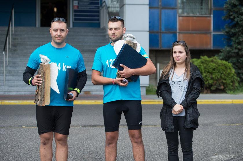 Katowice. Charytatywna sztafeta rowerowa policjantów