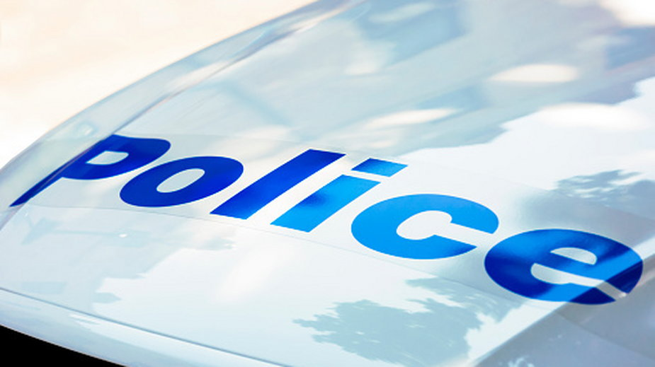 Policjanci zatrzymali mężczyznę, ponieważ biegał bez maseczki
