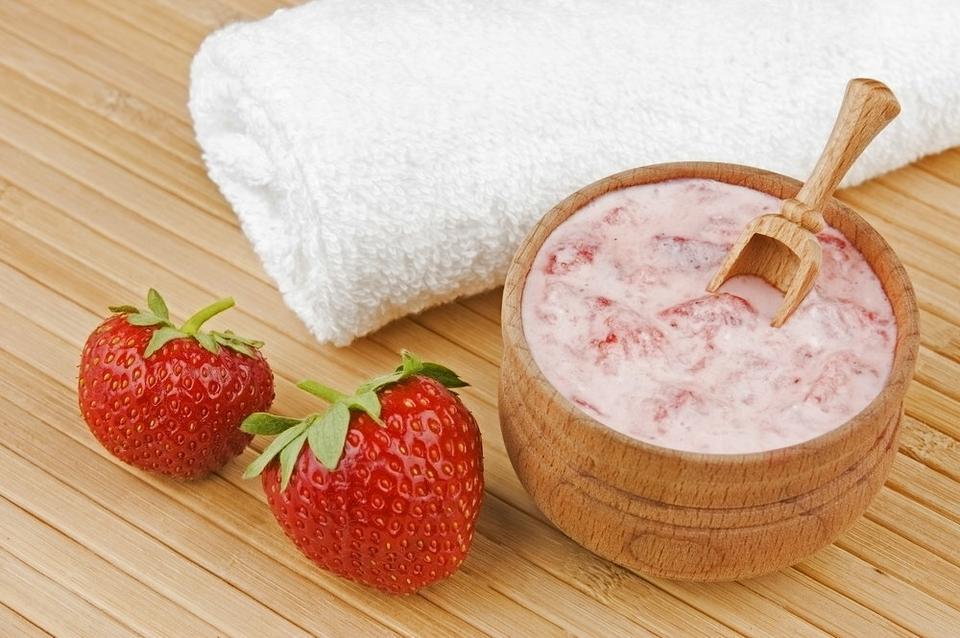 Pielęgnacyjne właściwości truskawek, maseczka z truskawek