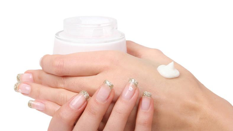 Właściwa pielęgnacja dłoni staje się szczególnie ważna jesienią.