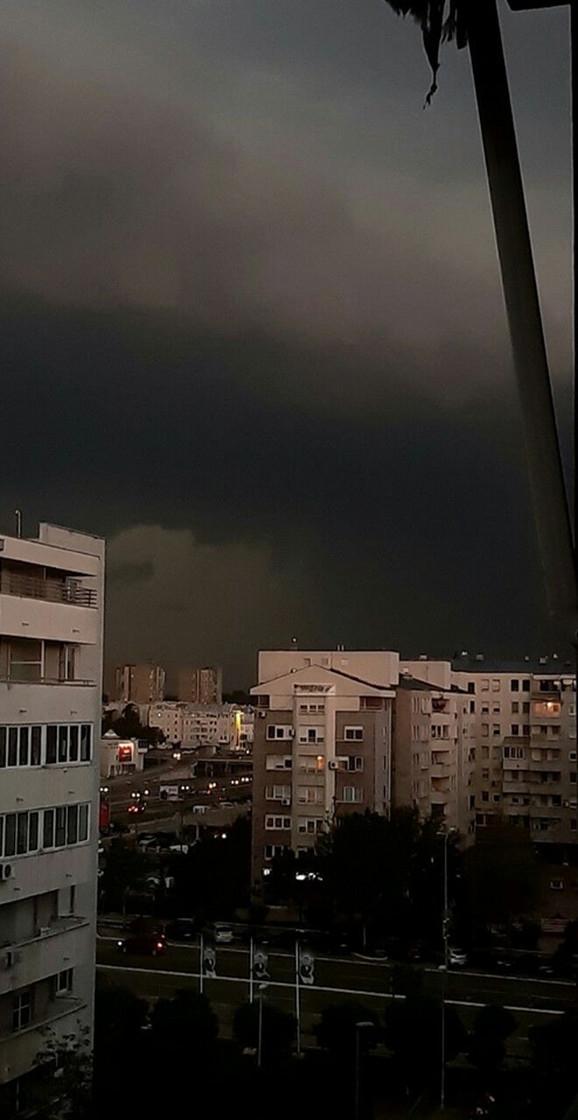 Tmurno nebo navilo se nad Novim Beogradom