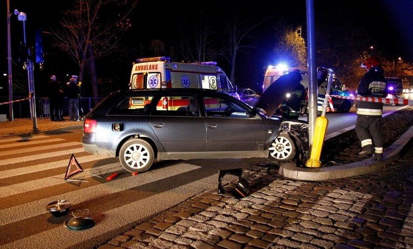 Audi staranowało przechodniów