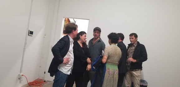 Bred Pit i Alija Šokat na izložbi