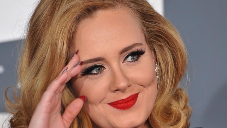 """Kreatywności w miejscu pracy najbardziej sprzyja ballada Adele """"Someone Like You"""". Ekspresja wokalna Adele i łagodne tempo jej piosenki inspirują pracowników umysłowych do tworzenia nowych rozwiązań oraz wpływają zbawiennie na ich wzajemne relacje, zwłaszcza w sytuacjach stresogennych. Bardziej dynamiczne nagrania Adele (""""Rolling In The Deep"""" czy """"Fire To The Rain"""") polecane są jako podkład muzyczny w drodze do pracy. Ich rytmika nastraja optymistycznie i sprawia, że słuchający ich już od progu emanuje znakomitym nastrojem, który szybko udziela się jego współpracownikom"""
