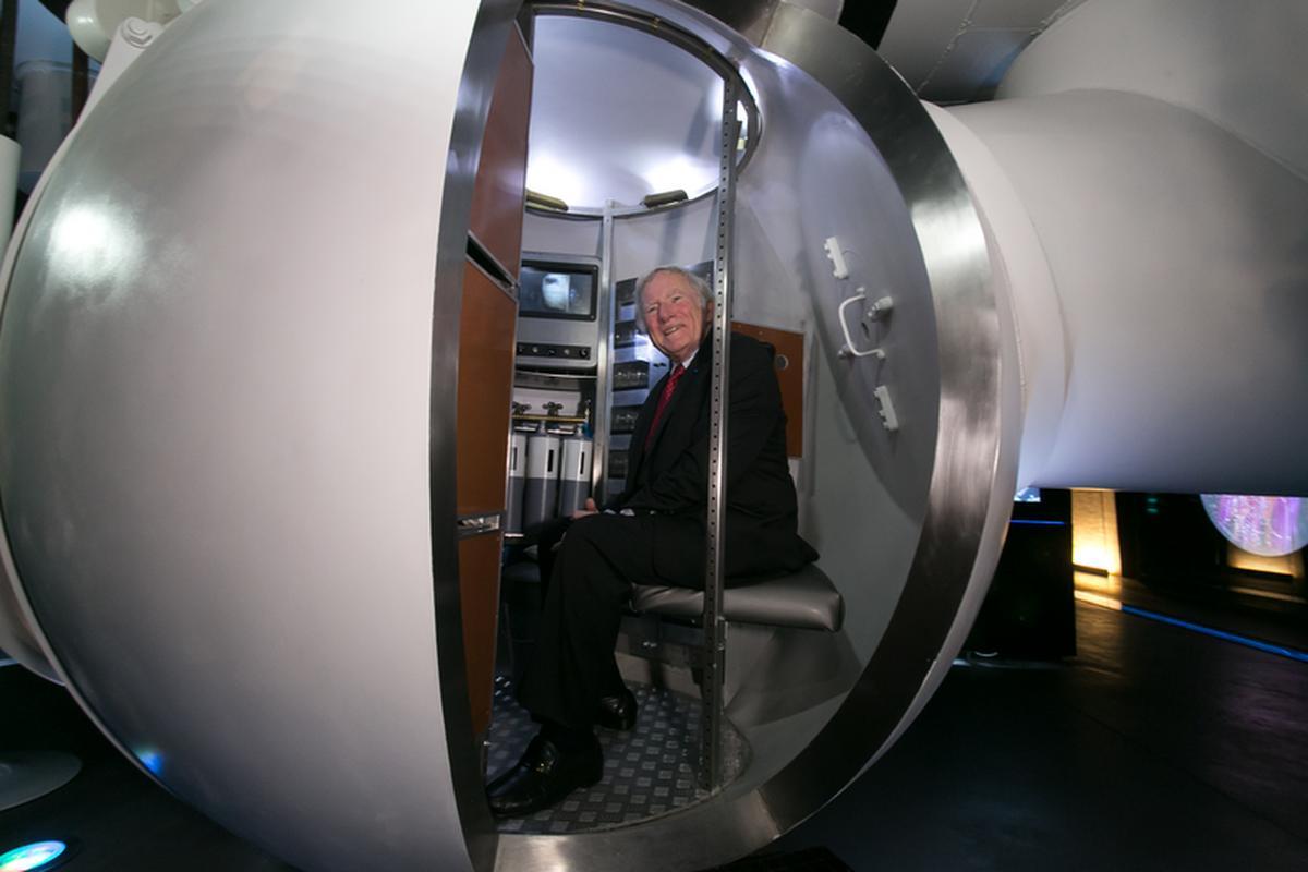 - Czuję się jak w domu - powiedział Don Walsh, wchodząc do jedynej na świecie repliki batyskafu Trieste w skali 1:1 we wrocławskim muzeum wody Hydropolis