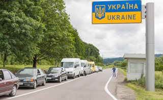 Długa kolejka do normalności na przejściach polsko-ukraińskich