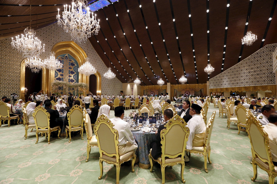 Guests at the wedding banquet for Brunei's newly wed royal couple, Prince Abdul Malik and Dayangku Raabi'atul 'Adawiyyah Pengiran Haji Bolkiah, at the Nurul Iman Palace in Bandar Seri Begawan