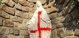 Pentagramy i odwrócone krzyże na figurach Matki Boskiej. Profanacja w Szczecinie