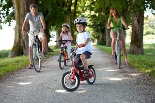 Ścieżka pieszo-rowerowa na łące wymaga odrolnienia gruntu