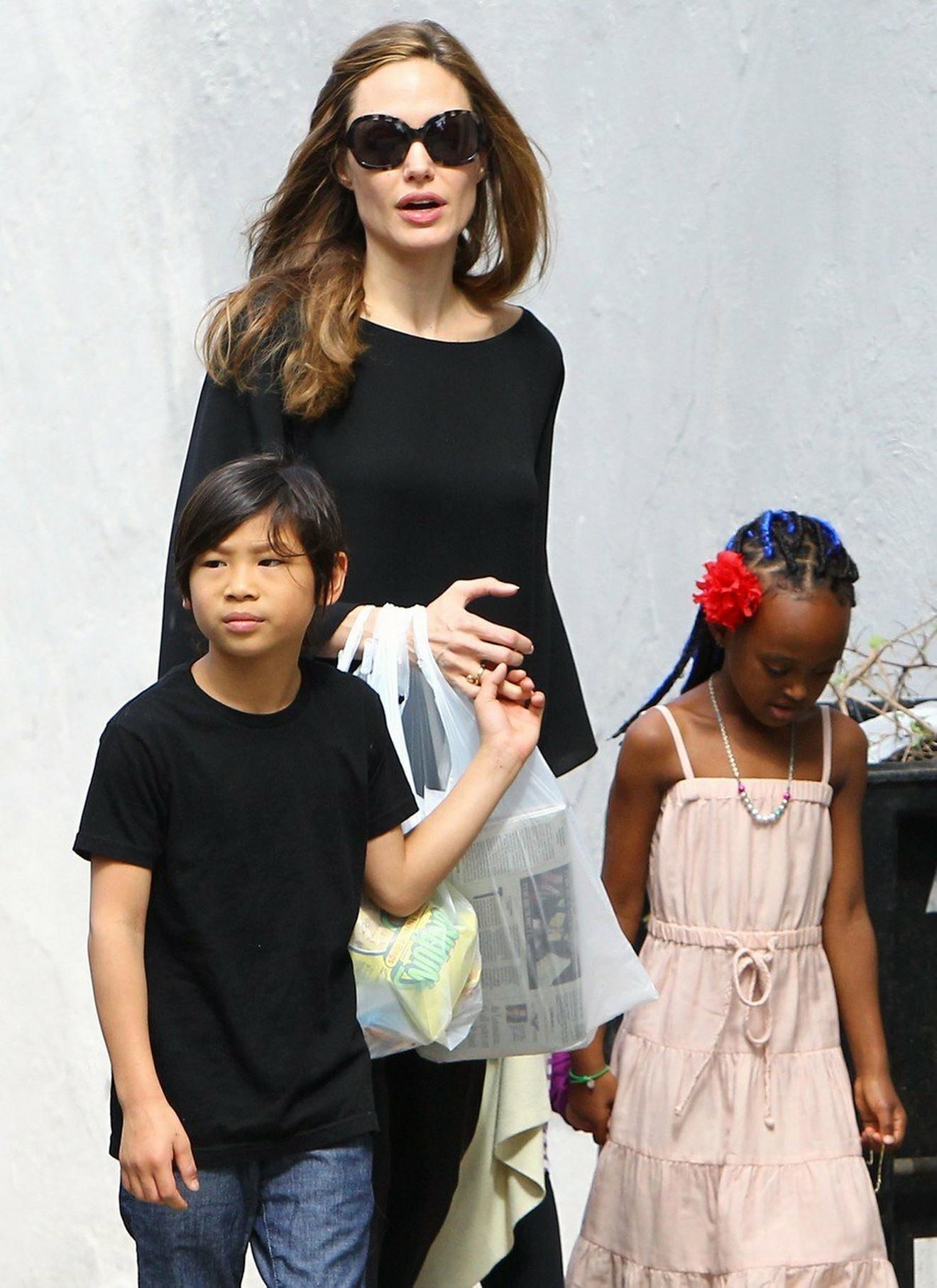 Anđelina sa Paksom i Zaharom