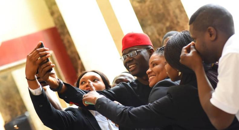 Sanwo-Olu takes a selfie with young Nigerians during the campaigns (Twitter: @JideSanwoolu)