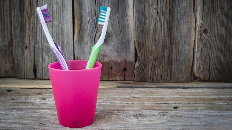 shutterstock_385838635, szczoteczka do zębów, zęby