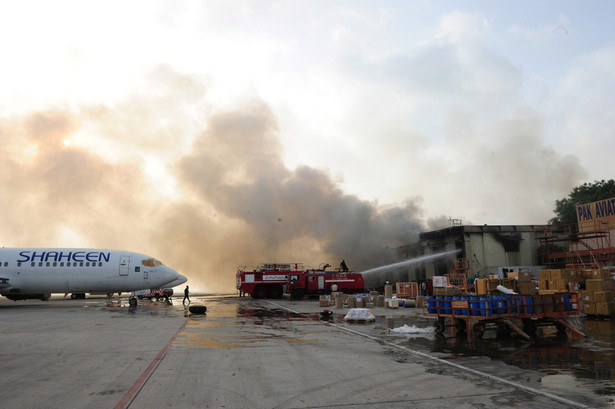 Talibowie zaatakowali lotnisko w Karaczi EPA/STRINGER