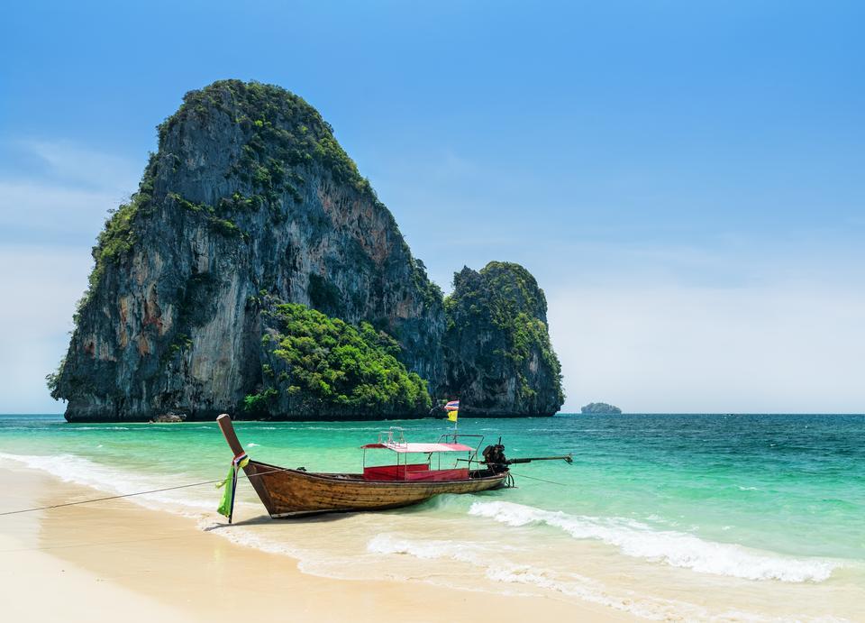 Plaża Phra Nang w Tajlandii uznawana jest przez turystów za jedną z najpiękniejszych na świecie.