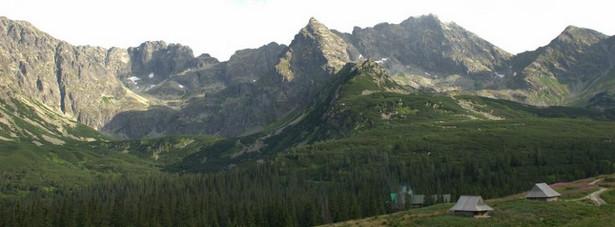Tatry – najwyższe pasmo górskie w Polsce, z licznymi szlakami do pieszych wędrówek. Spacerując nad reglami można zapomnieć o trudach dnia codziennego.Tatry. Fot.flickr/jazonz