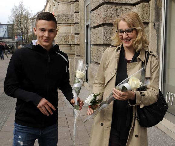 Mladi fudbaleri Partizana obradovali dame povodom osmog marta