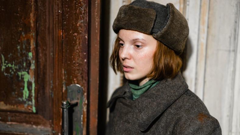 """Wasilisa Perelygina jako Masza w """"Wysokiej dziewczynie"""""""