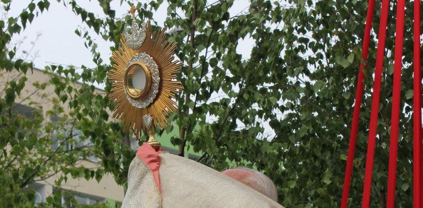 Sanepid szuka uczestników procesji Bożego Ciała