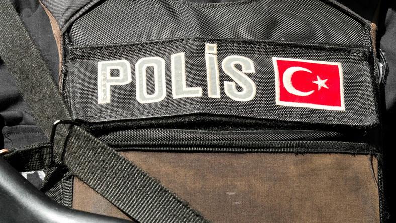 Turcja. Turecki uzbrojony policjant