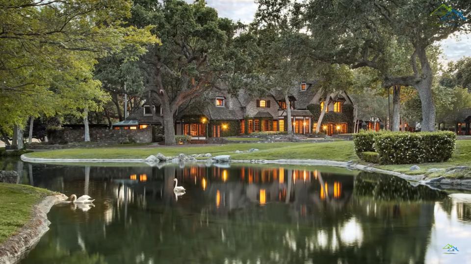 Słynna posiadłość Michaela Jacksona znów jest na sprzedaż. Tańsza o 33 mln dol.