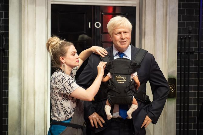Voštane lutke Borisa Džonsona i deteta koje čeka