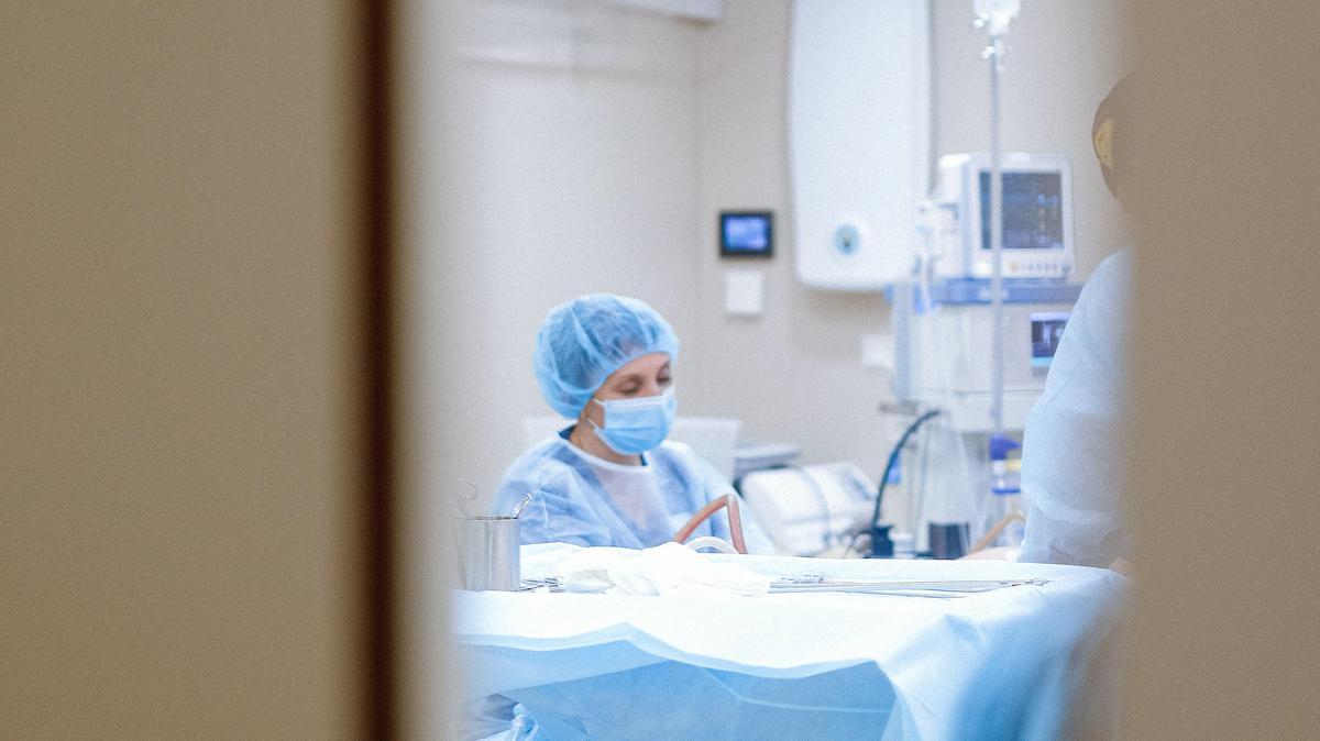 Nagy átalakítás várhat a kórházakra: több intézményben csak nappal szülhetnének a kismamák