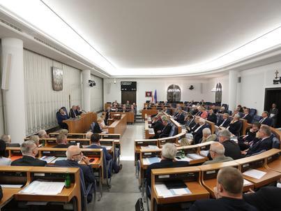 Split payment VAT według propozycji Senatu miałoby wejść w życie w lipcu 2018 roku