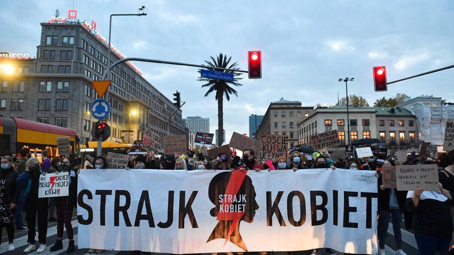 Protest przeciwko zaostrzeniu prawa aborcyjnego w Warszawie