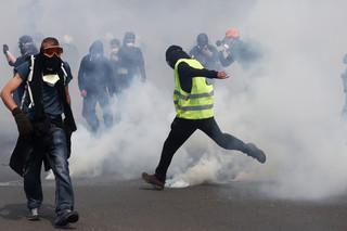 We Francji manifestowało 15,5 tys. 'żółtych kamizelek'