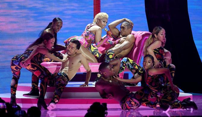 Niki Minaž na sceni dodele MTV Emas nagrada