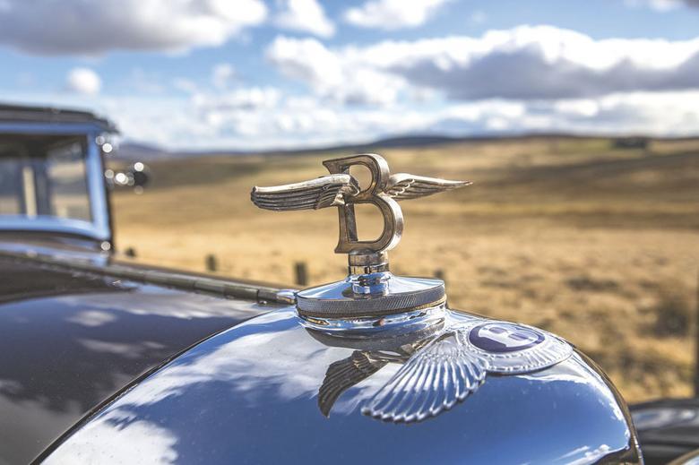 W latach 30. figurka na chłodnicy luksusowej limuzyny to był absolutny mus.