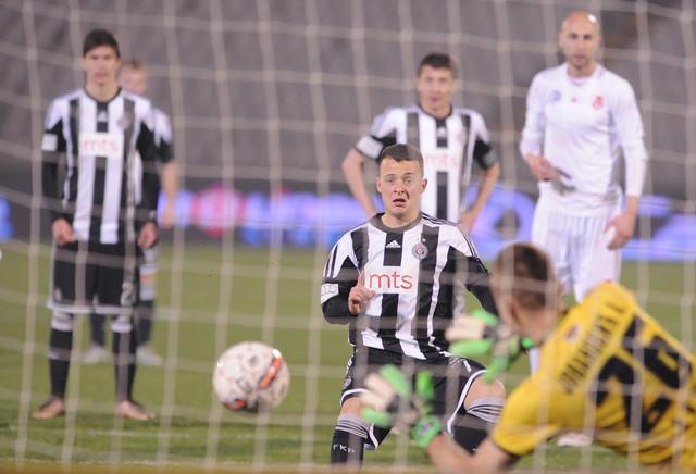 Trenutak kada golman Jovanović brani penal Mihajloviću