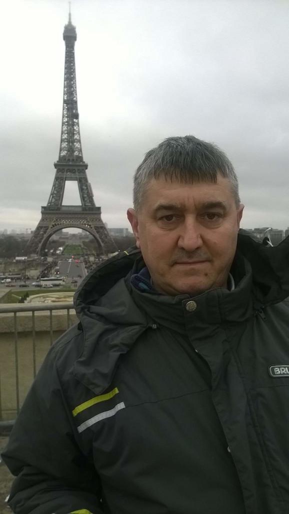 Ilija Marković bio je profesor u Mašinsko-tehničkoj školi u Kraljevu
